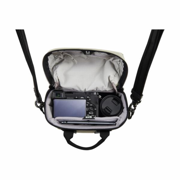 Pacsafe Camsafe Z5 brasna na kameru & mini tablet zelená