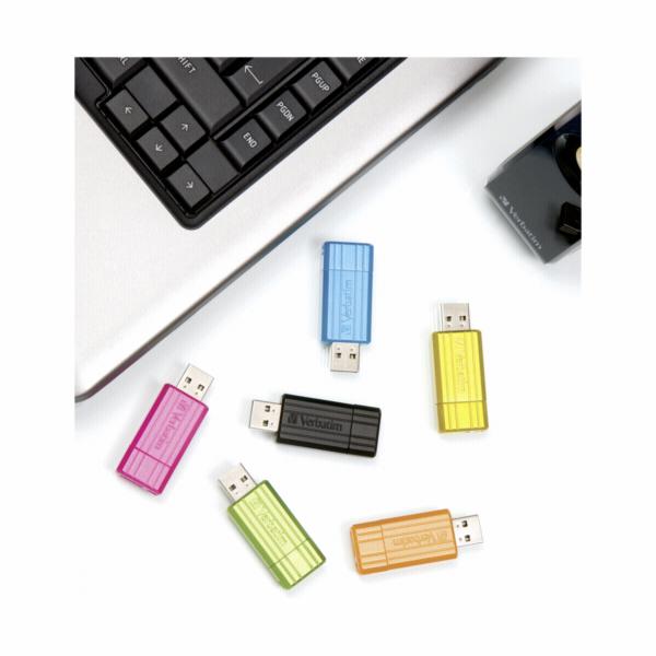 Verbatim Store n Go 8GB Pinstripe USB 2.0 cerna